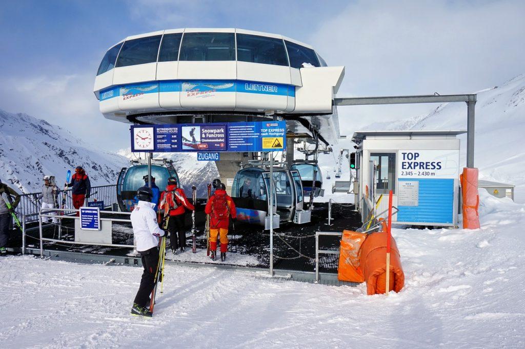 冬休み リゾートバイト スキー場 滑り放題 稼げる お金 貯まる